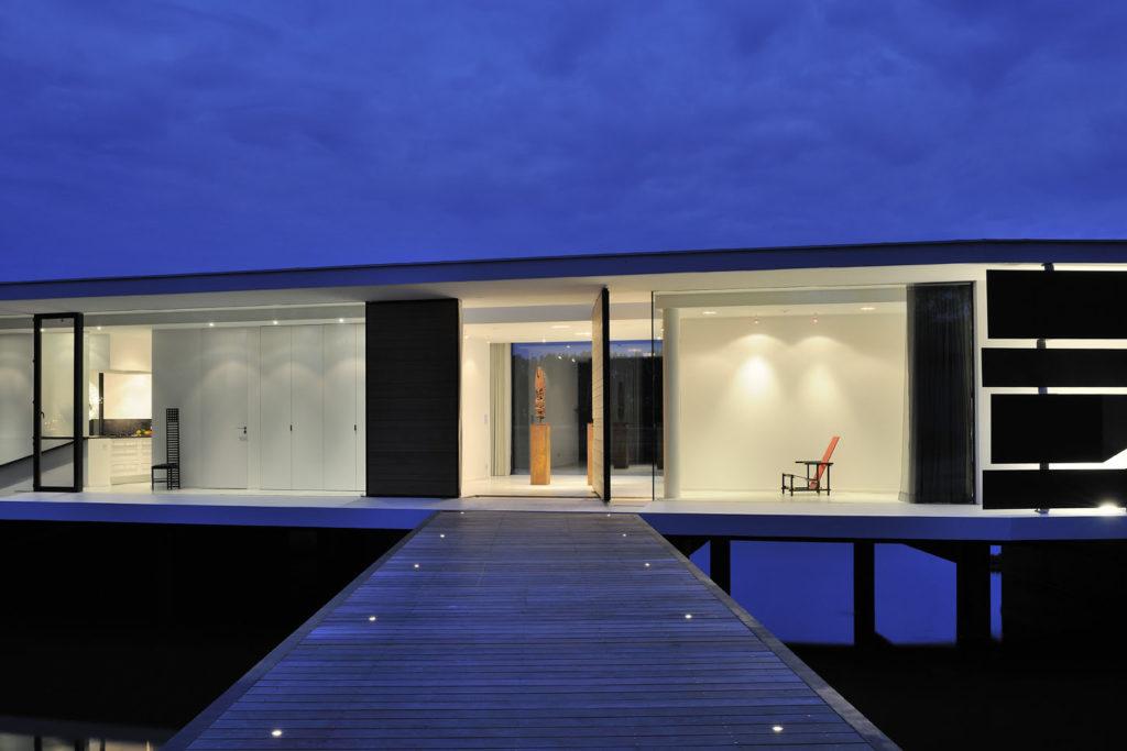 Aum pavillon en verre posé sur l'eau - architecte français de maison