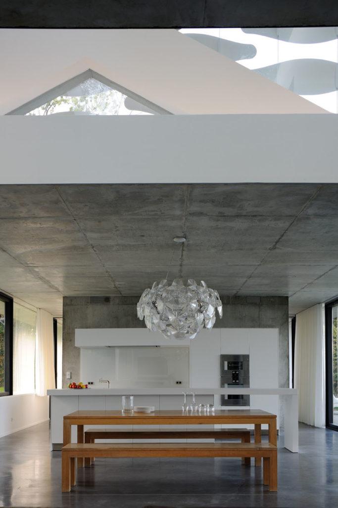 Maison contemporaine beton brut au bord du lac leman thonon les bains haute savoie 74