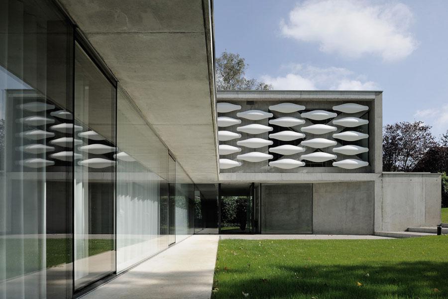 Pierre minassian maison contemporaine grands vitrages maison au bord du lac leman a geneve suisse