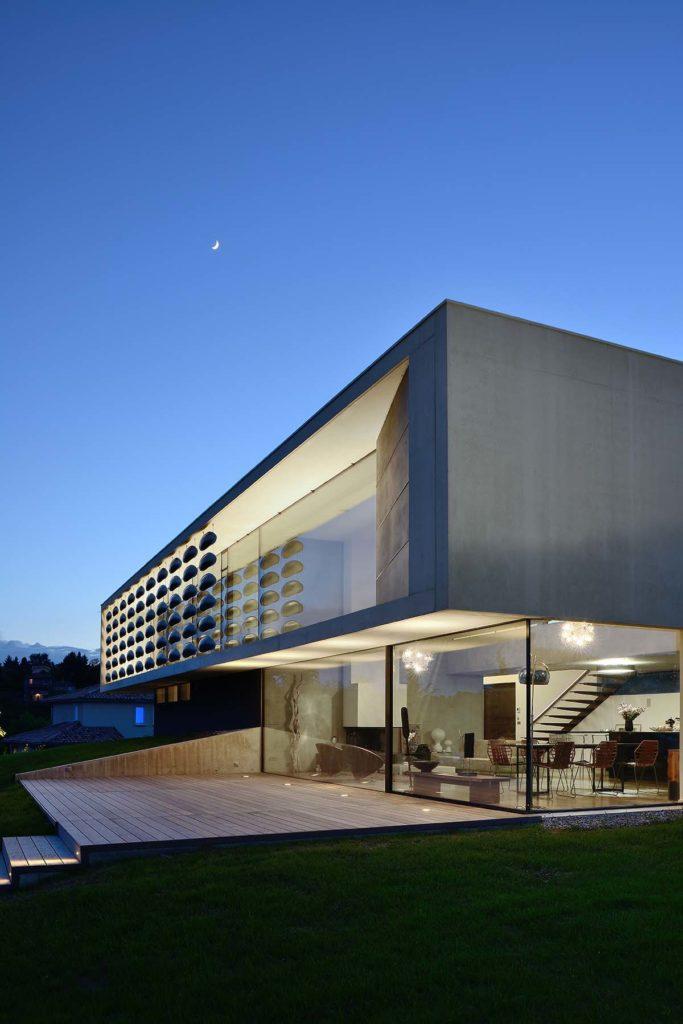 Pierre Minassian architectemaisons contempraines en beton blanc a saint didier au mont d or 69 chipster blister house
