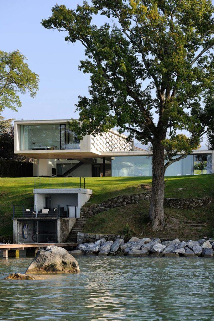 maisons contemporaines beton brut sur le lac leman haute Savoie 74