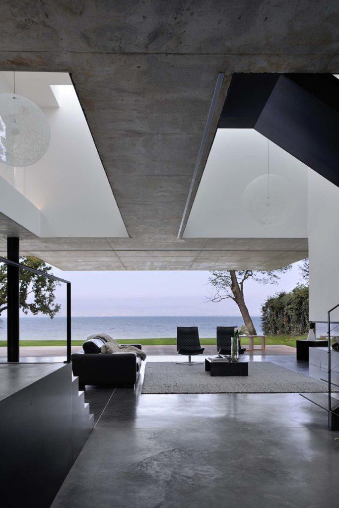 maison contemporaine en beton brut sur le lac leman haute Savoie