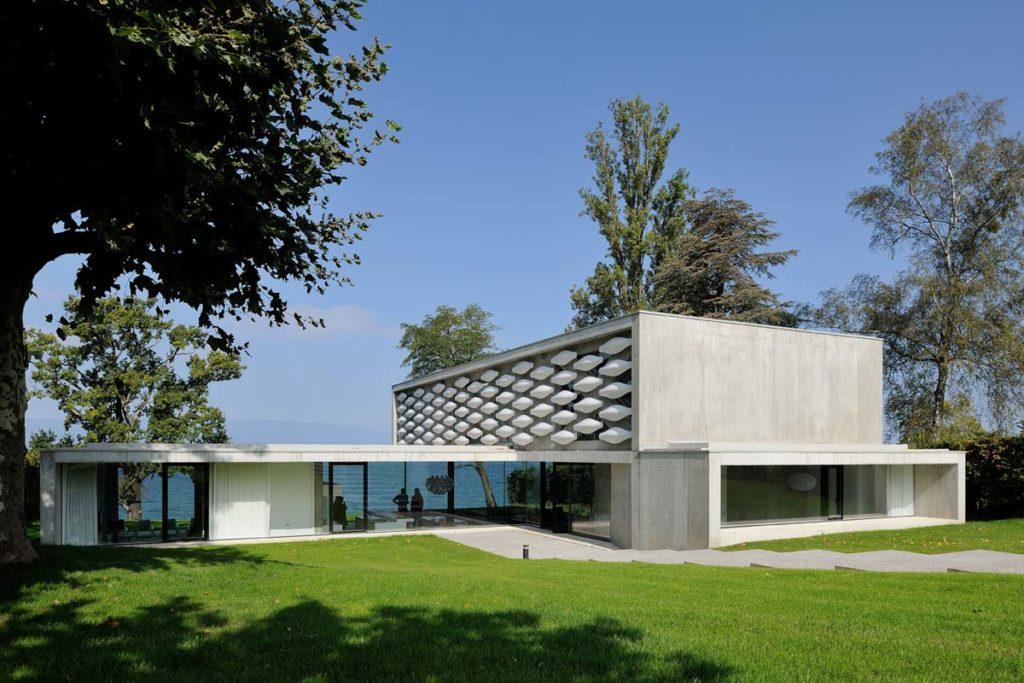 maisons contemporaines en beton brut sur le lac leman 74 par pierre minassian