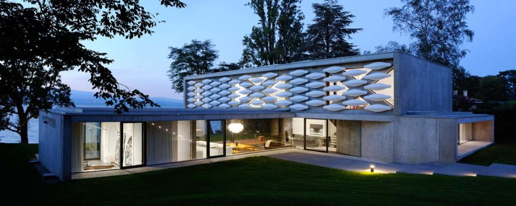 pierre minassian architecte maison contemporaine en beton brut sur le lac leman haute Savoie 74