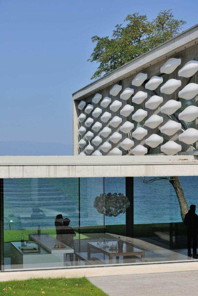 maison pierre minassian en beton brut sur le lac leman haute Savoie 74