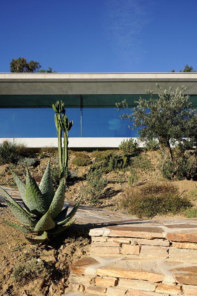 maison-mira-ra -01-aum-minassian-architectes-architecture-maison-contemporaine-materiaux-beton-acier-brut-sud -france (12)