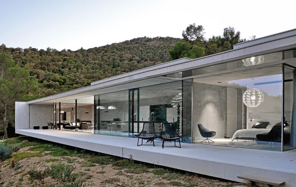maison-mira-ra -01-aum-minassian-architectes-architecture-maison-contemporaine-materiaux-beton-acier-brut-sud -france (6)